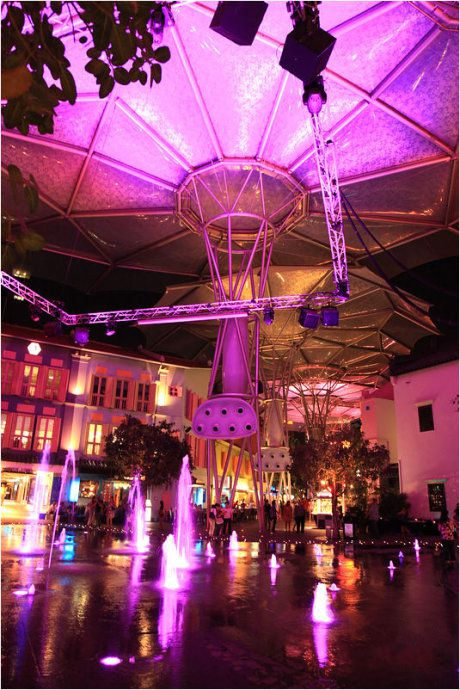 Colorful_futuristic_umbrella_roof_on_the_arcaded_streets_of_Clarke_Quay_01