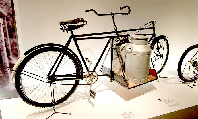 the bicycle delivering milk_01