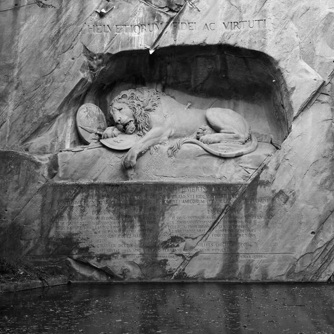 Dying Lion of Lucerne Monument_02