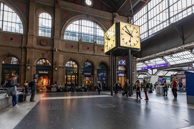Zurich_HB_Main_ Station_04