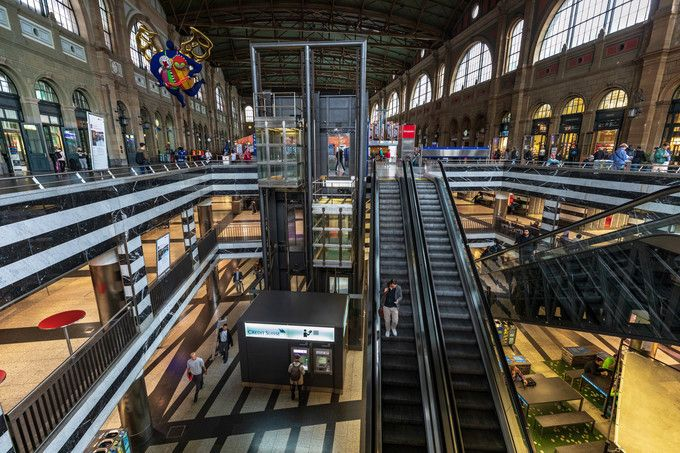 Zurich_HB_Main_ Station_05